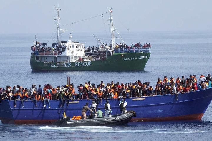 Die Diakonie äußert heftige Kritik daran, dass die Rettung aus Seenot verhindert werde.