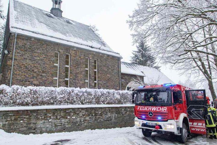 Nach einem Feuer in einer Kirche in Annaberg-Buchholz (Erzgebirgskreis) sucht die Polizei nach dem Brandstifter.