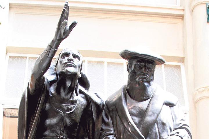 Mephisto und Faust sind die Markenzeichen. Johann Wolfgang von Goethe setzte  damit seiner Stammkneipe ein Denkmal.