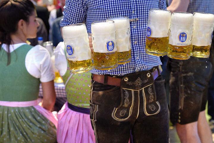 Ist zwar nicht München, aber Bier und Brezeln gibt es auch auf den Berliner Oktoberfesten.