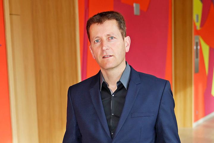 Pianist Arne Schmitt (44) wehrte sich bei der letzten Anzeige vor Gericht -  und bekam Recht.