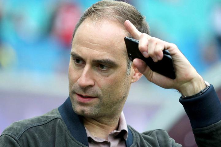 RB-Geschäftsführer Oliver Mintzlaff (43) kündigte eine Transfer-Offensive des Bundesligisten im Winter an.