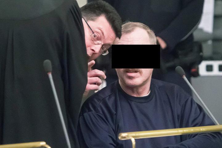 Während der Verhandlung schwieg der Angeklagte. Er ist aber bereits  einschlägig vorbestraft.
