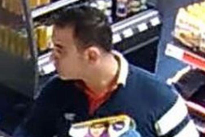 Die Polizei Paderborn sucht diesen Mann.