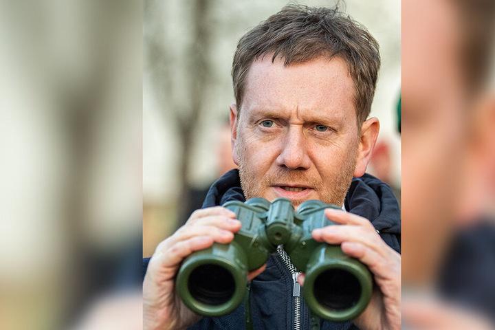 Hat alles im Blick: Ministerpräsident Michael Kretschmer (43, CDU) zu Besuch bei der Bundeswehr.