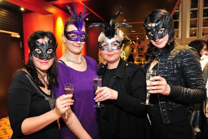 Die Ladies hatten sich ordentlich ins Zeug gelegt. So hätte sie Christian Grey sicher auch gerne mit auf den Maskenball genommen.