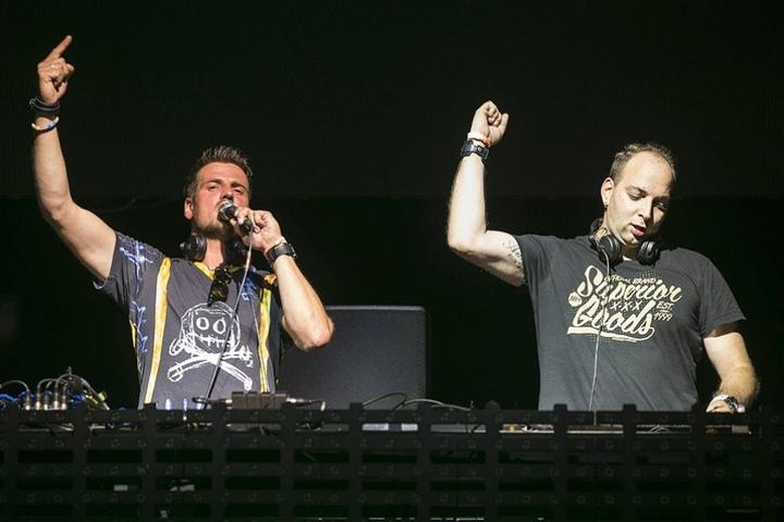 Das DJ-Duo Stereoact feiert Weihnachten gemütlich zu Hause im Kreise der Familie. Erst im Januar gehen Ric&Rixx wieder auf Tour.