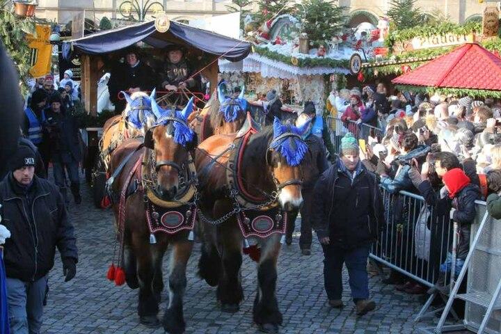 Tausende sind zum Stollenfest am Sonnabend zum Striezelmarkt gekommen.
