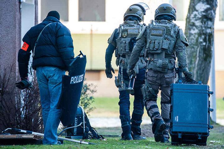 Das SEK der Polizei rückte in Baumheide an.