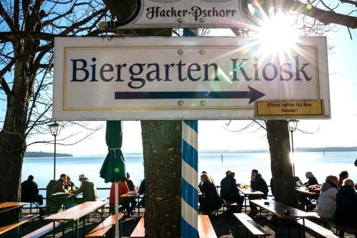 Der Biergarten lockt: Bei dem guten Wetter werden viele die Saison eröffnen.