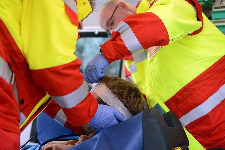 Auch Rettungssanitäter werden oftmals angegriffen. Die Minister wollen das Strafrecht anpassen.