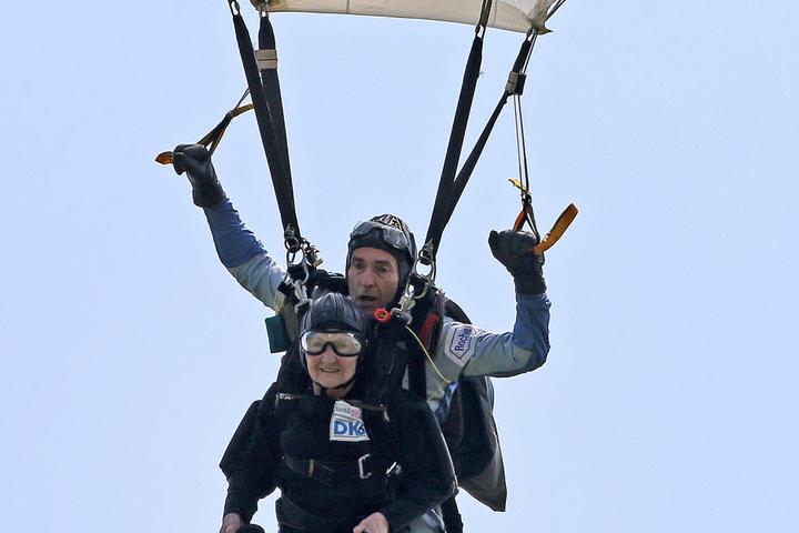 Sprang am 5. Juni 2016 zu Ehren der gleichaltrigen Queen aus 3000 Metern Höhe: Johanna Quaas.