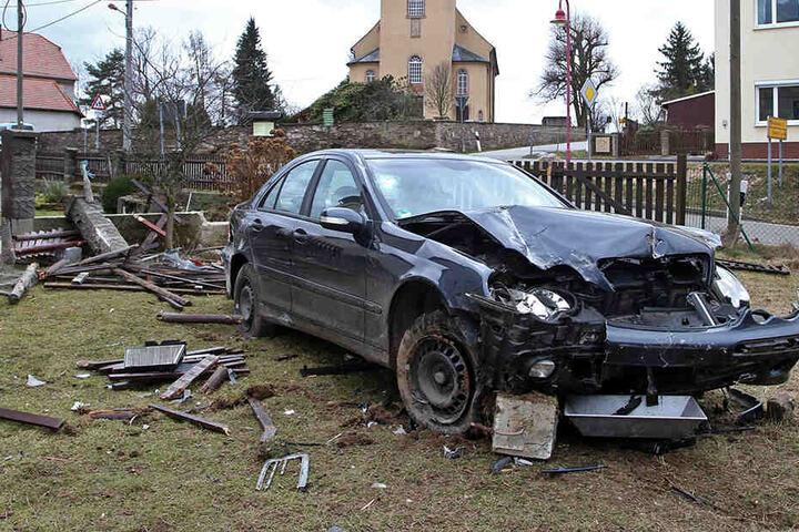 Bei dem Unfall entstand ein Gesamtschaden von rund 13.000 Euro.