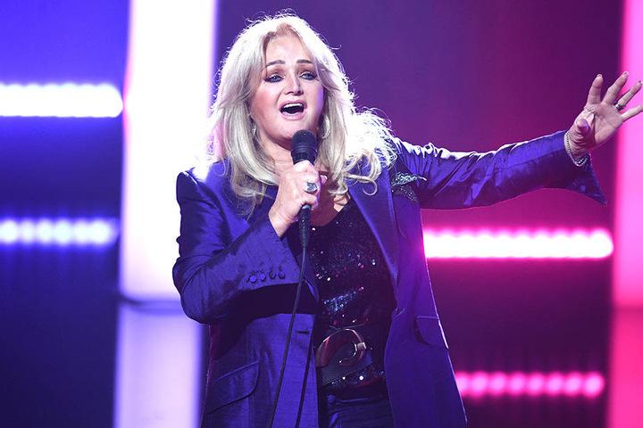 Bonnie Tylor trat bei der Verleihung als Sängerin und Laudatorin auf.
