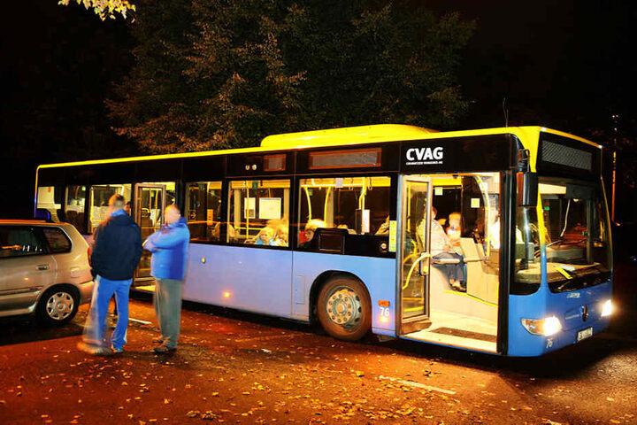 Die Bewohner des Wohnungsaufgangs wurden evakuiert und wurden in einem CVAG-Bus untergebracht.