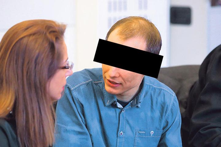 Nino K. (31), hier im Gespräch mit seiner Verteidigerin.