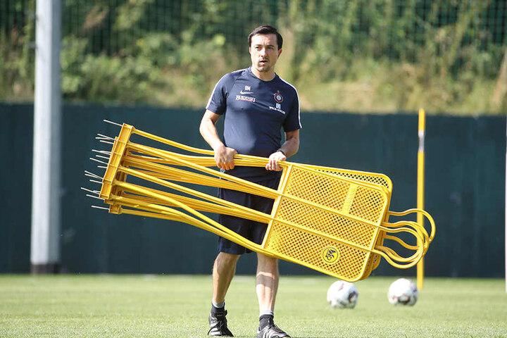FCE-Trainer Daniel Meyer war in dieser Woche bei den Übungseinheiten sehr zufrieden mit seinen Kickern, beobachtete so manchen harten Zweikampf.