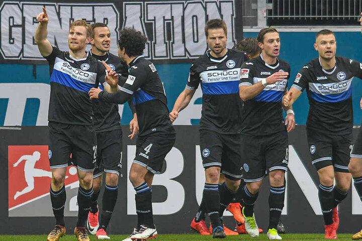 Neben dem DSC Arminia Bielefeld sind drei weitere Bundesligisten dabei.