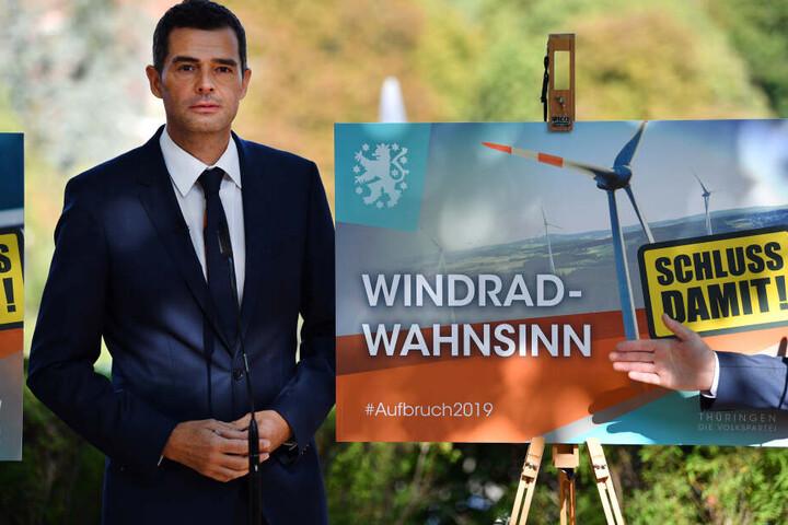 Mike Mohring vor einem der neuen CDU-Plakate.