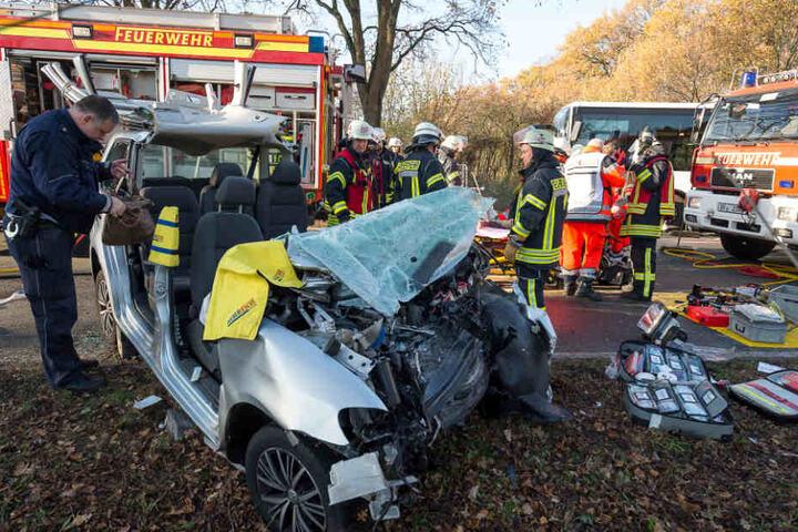 Bei dem Unfall wurde eine Mutter mit ihren zwei Kindern schwer verletzt.