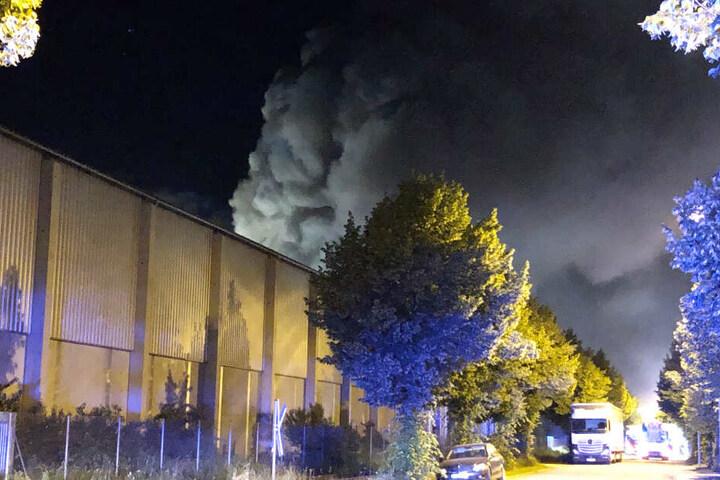 In Bayern ist es zu einem Brand auf dem Gelände einer Recycling-Firma gekommen.