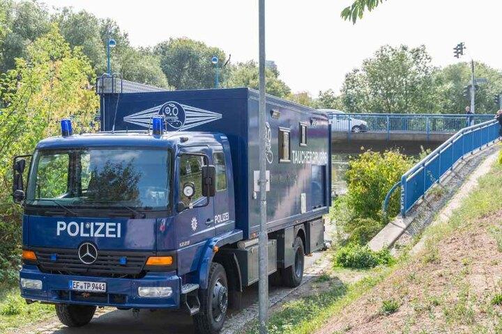 Taucher fanden die Leiche des Opfers in der Saale.