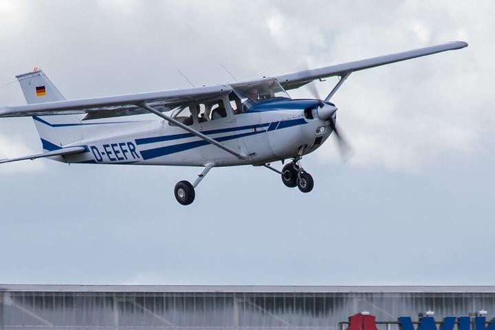 In einer Cessna waren der Schüler und sein Lehrer unterwegs. (Symbolbild)