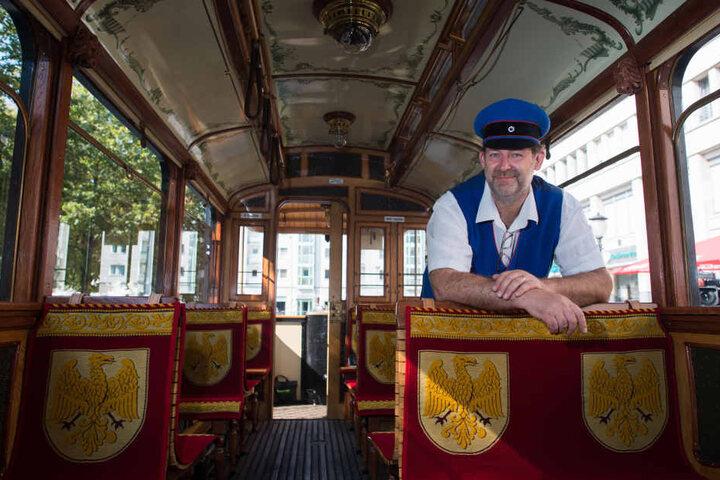 Der Vorsitzende des Vereins Historische Straßenbahn Potsdam, Ivo Köhler, steht im Lindner-Triebwagen Nr. 9 aus dem Jahr 1907.