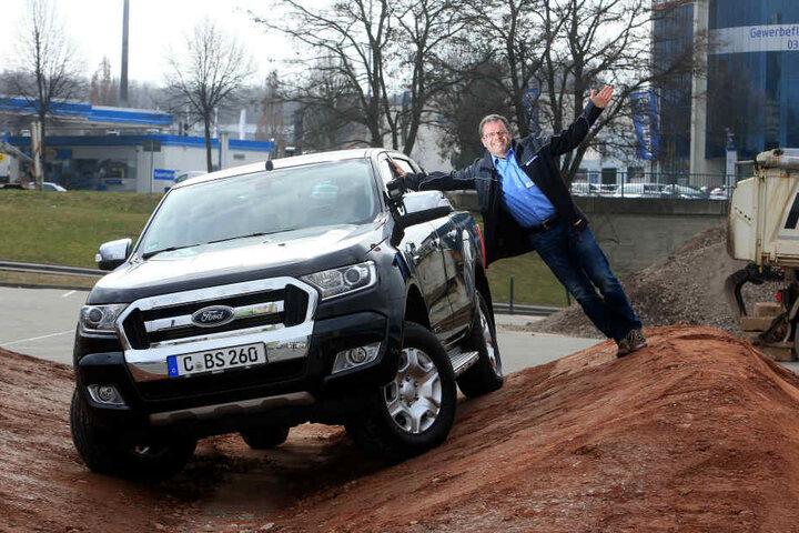 Olaf Kretzschmar (49) von Ford Besico wird mit den Besuchern über den  Offroad-Parcours düsen.