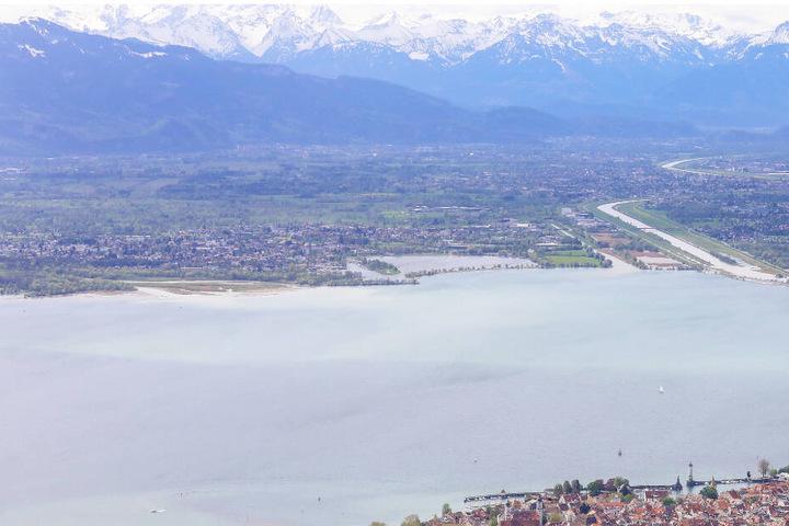 Im Bodensee werden am Mittwoch die Weintanks versenkt.