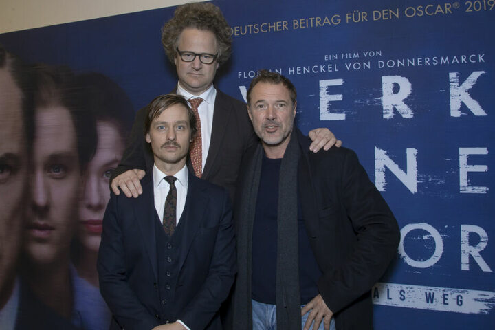 Tom Schilling (vorn links) mit seine Kollegen Sebastian Koch (re.) und Oscar-Preisträger Florian Henckel von Donnersmarck.
