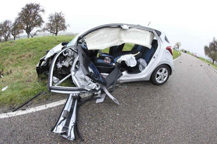 Das Wrack des Wagens.