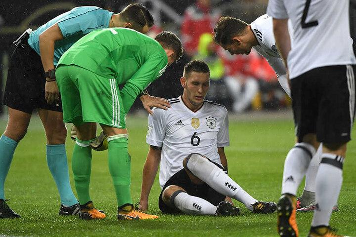 Niklas Süle ist im WM-Qualifikationsspiel der deutschen Fußball-Nationalmannschaft gegen Aserbaidschan wegen muskulärer Probleme im linken Oberschenkel ausgewechselt worden.