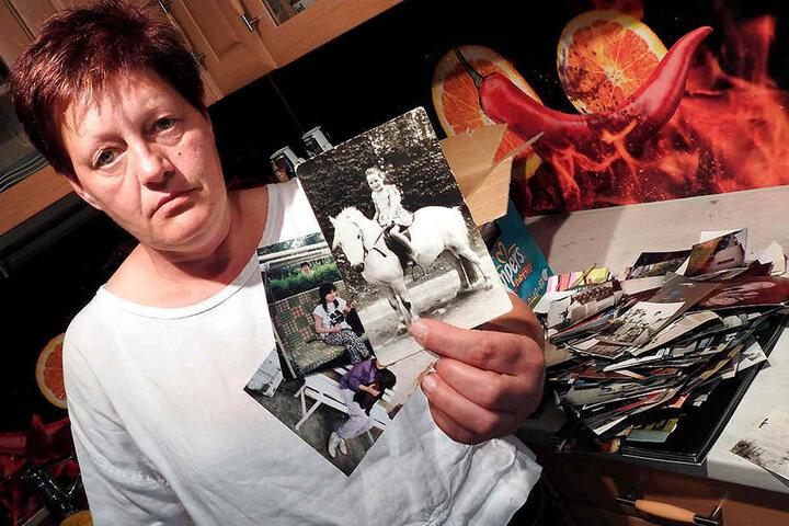 Ramona Starke (50) zeigt Kinderfotos ihrer seit 1993 verschwundenen Schwester Cordula.