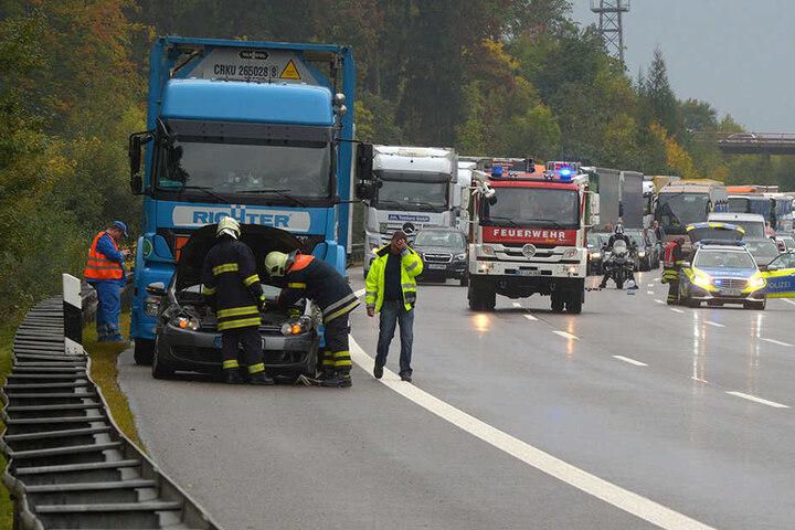 Die A4 musste nach mehreren Unfällen bei Erfurt voll gesperrt werden, es bildete sich ein langer Stau.