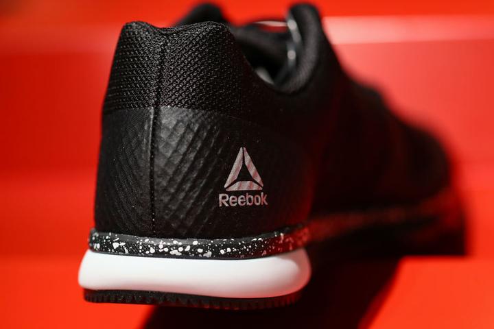 Der Adidas-Konzern hält weiter an der schwächelnden Tochtermarke Reebok fest. (Archivbild)