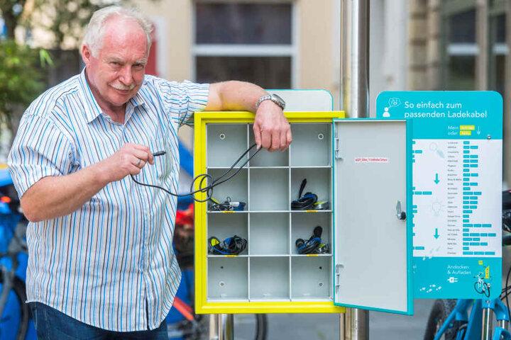 Göbau-Firmenchef Jürgen Vogl (66) ist erleichtert. Obwohl die von seiner Firma gestellte Ladesäule für E-Bikes von Vandalen heimgesucht worden war, konnte sie gestern starten.Göbau-Firmenchef Jürgen Vogl (66) ist erleichtert. Obwohl die von seiner Firma g