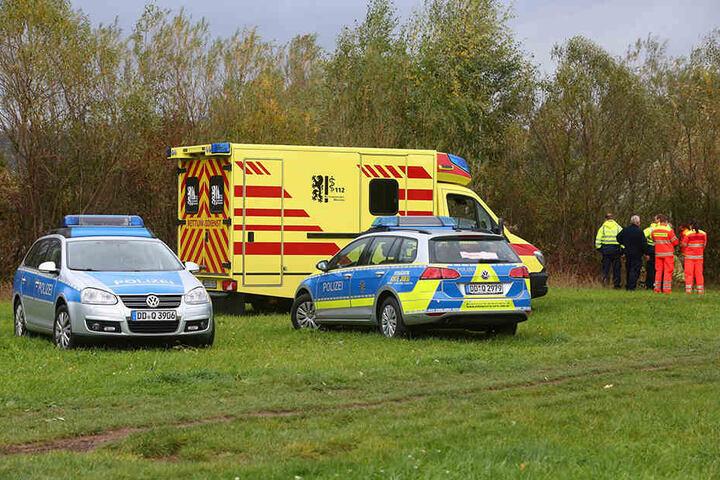 Polizei und Rettungskräfte an der Unfallstelle.
