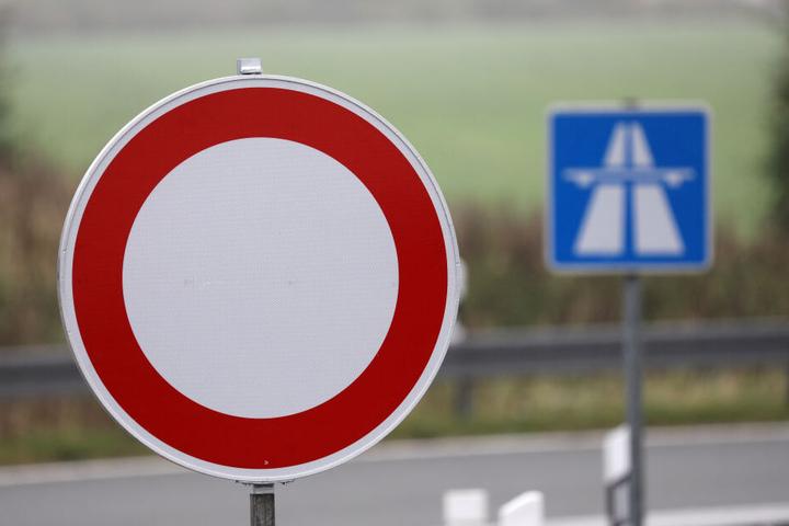 Autofahrer sollten aufgrund der Vollsperrung nach Alternativrouten suchen (Symbolbild).