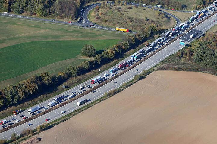Durch die Vollsperrung staute es sich auf der A4 in Richtung Erfurt auf mehrere Kilometer.
