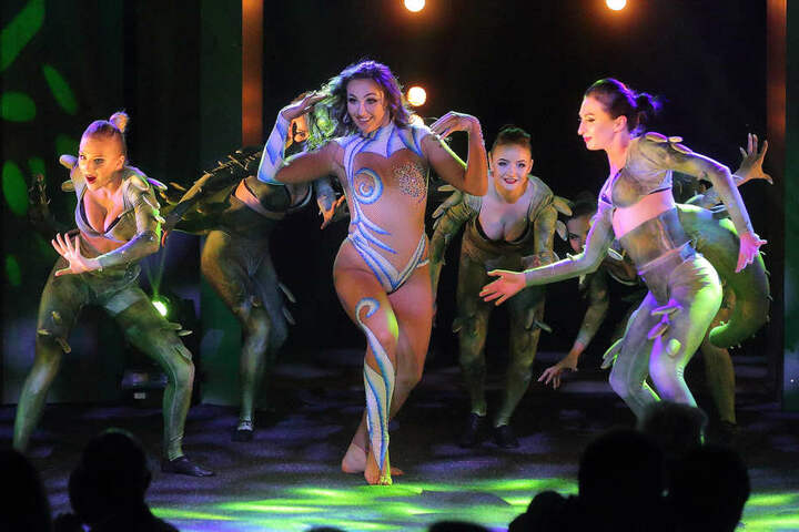 """In der Show """"Elements III"""" verkörpert das Ballett die Naturgewalten Erde, Feuer, Wasser und Luft."""