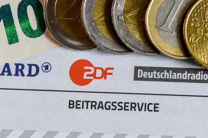 Jeder Haushalt in Deutschland muss monatlich 17,50 Euro Rundfunkbeitrag zahlen. (Symbolbild)