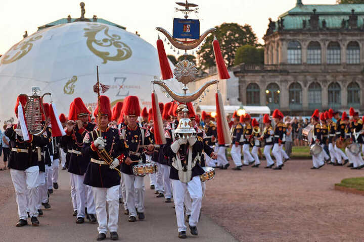 Anlässlich des 300-jährigen Hochzeitsjubiläums des Kurprinzen war die Bürgerwache Mengen im Zwinger zu Gast.
