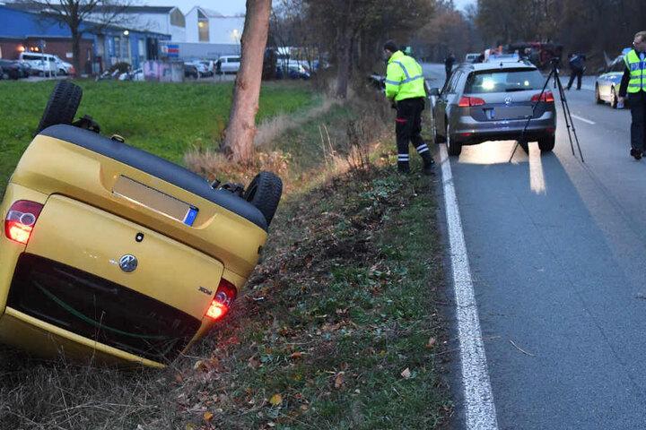 Auch der andere Wagen wurde in den Straßengraben geschleudert.