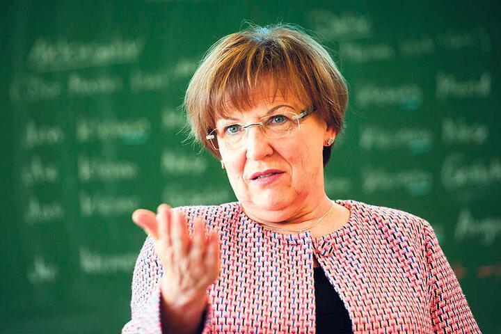Ministerin Brunhild Kurth (63, CDU) setzt auf Quereinsteiger als Lehrer, weil  es nicht genügend reguläre Bewerber gibt.