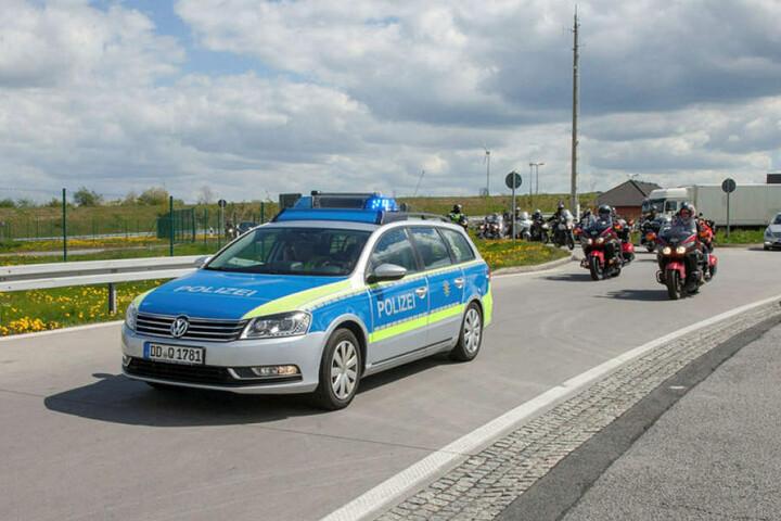 Diesmal gibt es eine Kooperation mit der Polizei. Die Biker bekommen eine blau-weiße Eskorte.