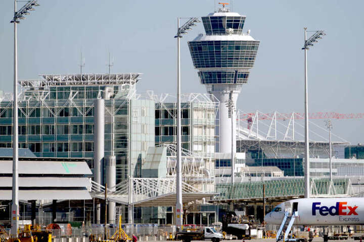 Die Gewerkschaft Verdi hat zu einem Warnstreik am Flughafen München aufgerufen. (Archivbild)