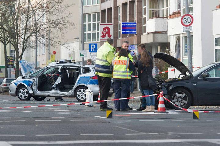 Die Kreuzung Seydlitz- und Kaiser-Wilhelm-Straße war während der Unfallaufnahme vollständig gesperrt.