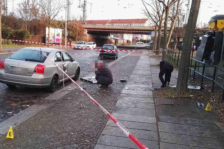 Die Straße musste wegen der Spurensuche voll gesperrt werden.