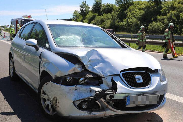 Auf der A4 haben sich am Sonntag fünf Unfälle ereignet. Hier ist ein beschädigter Seat zu sehen.